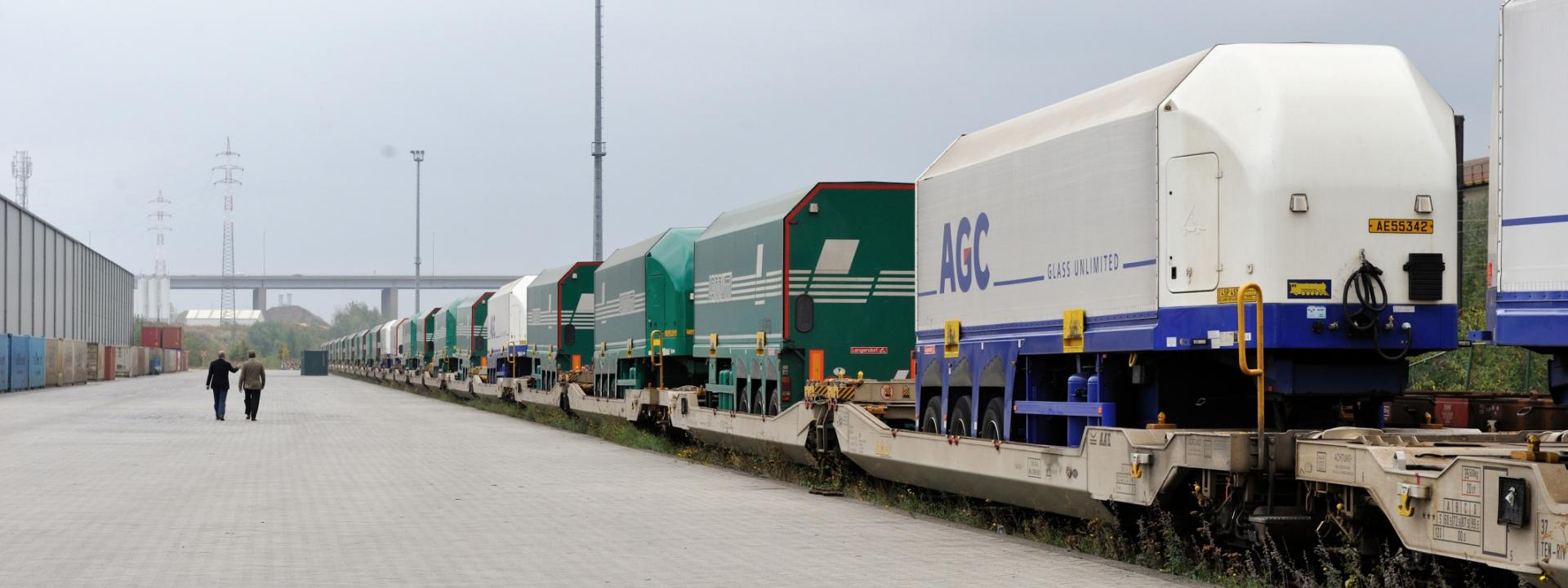 AGC glass transport train